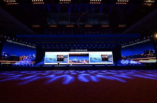 """2015ABB自动化世界开幕典礼  2015年""""ABB自动化世界""""以""""智能技术,智慧跨越""""为主题,包括主题论坛、行业论坛、技术讲座和产品技术展示,共吸引3500多名行业专家和客户参加。作为ABB在华最大的年度客户活动,""""ABB自动化世界""""已连续6年在上海、北京和广州成功举办。今年是ABB这一年度盛典首次在西部城市举行。   ABB位列全球500强,是电力和自动化技术领域的领导企业。ABB致力于帮助电力、工业、交通和基础设施等领域客户"""
