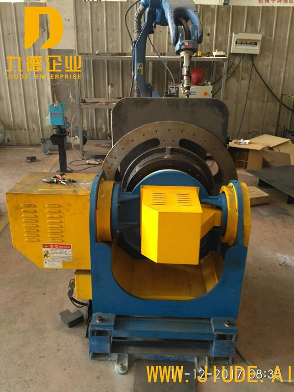 工程油箱外部轴联动焊接